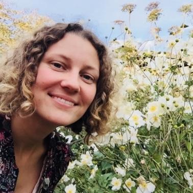 Bild von Elisabeth Teufner, Kräuter- und Grüne Kosmetik-Pädagogin, Pflanzenexpertin